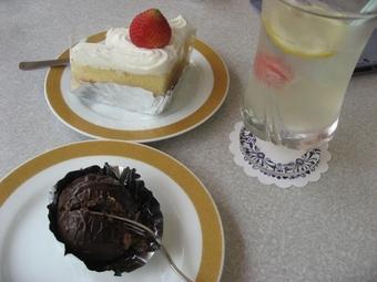 写真:喜久家のラムボールとショートケーキ