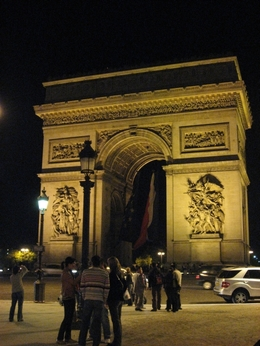 写真:夜の凱旋門